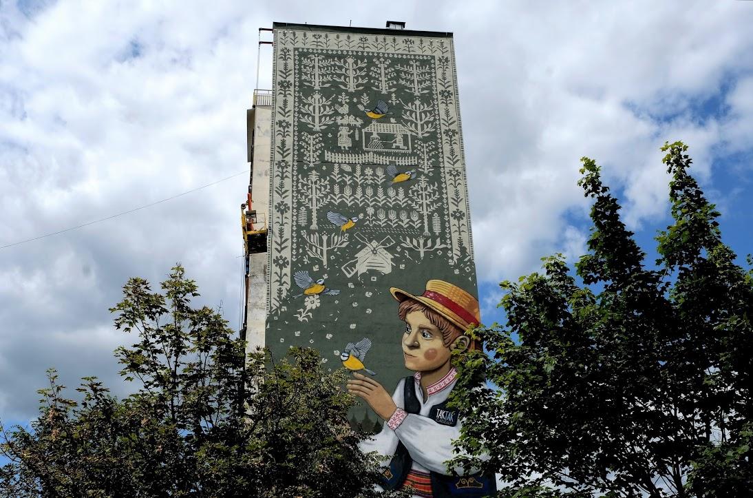 Tkana opowieść – nowy ludowy mural