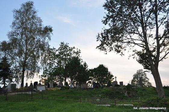 Na cmentarzu – wiersze Bernadyny Łuczaj