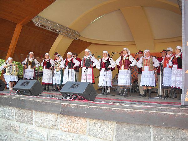 """""""Maryna"""" z folklorem kurpiowskim w Węgorzewie"""