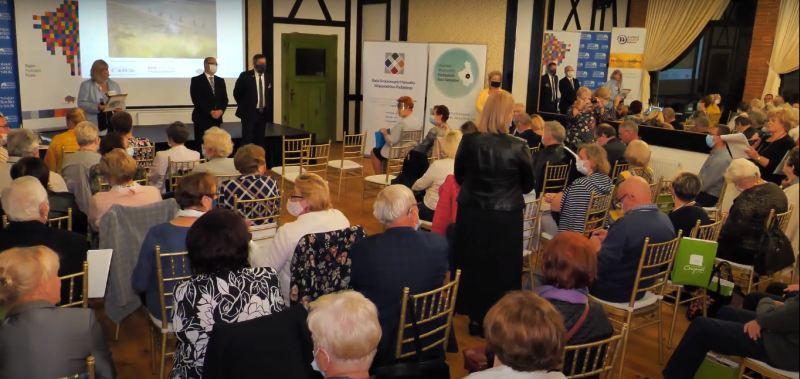 widok na salę z uczestnikami I Podlaskiego Kongresu Rad Seniorów