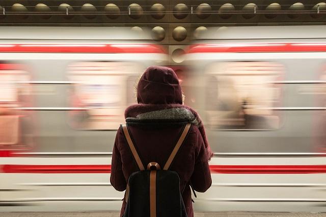 *** (życie – jak podróż pociągiem…) – wiersz Reginy Kantarskiej-Koper