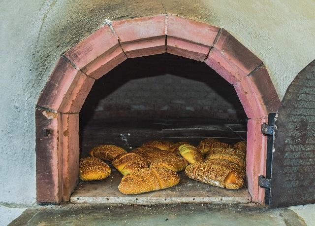 Obecni Nieobecni – Chleb – wiersz Reginy Świtoń