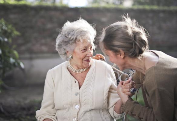 Dwie kobiety: starsza i młodsza