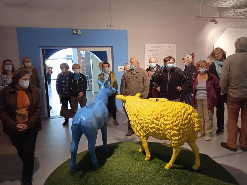 Muzeum mleka, makiety zwierząt i zwiedzający
