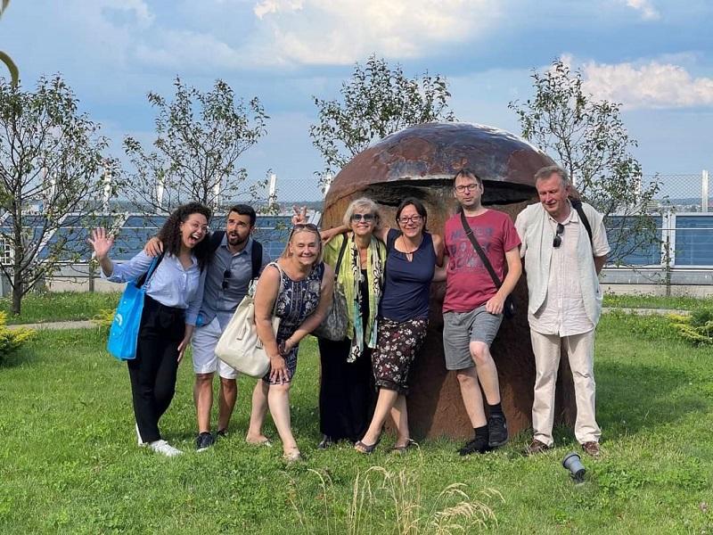 Uczestnicy projektu na dachu Opery Podlaskiej