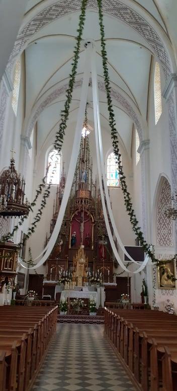Kościół w Puńsku pięknie udekorowany na Dożynki Gminne.