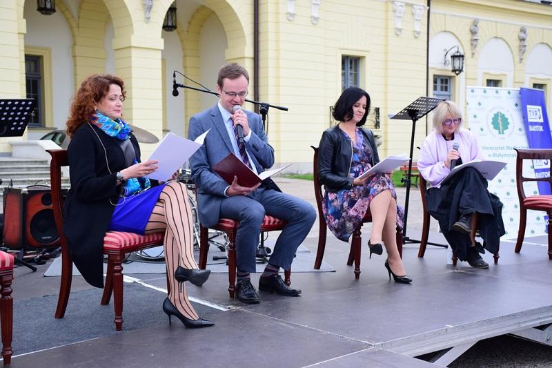 prof. Marta Kosior Kazberuk, Tomasz Madras, Katarzyna Ancipiuk i Małgorzata Konopka na scenie